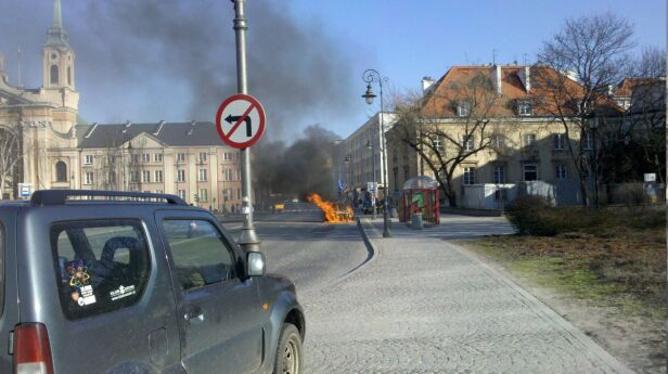 Płonący samochód przy Miodowej Maciek /Kontakt24