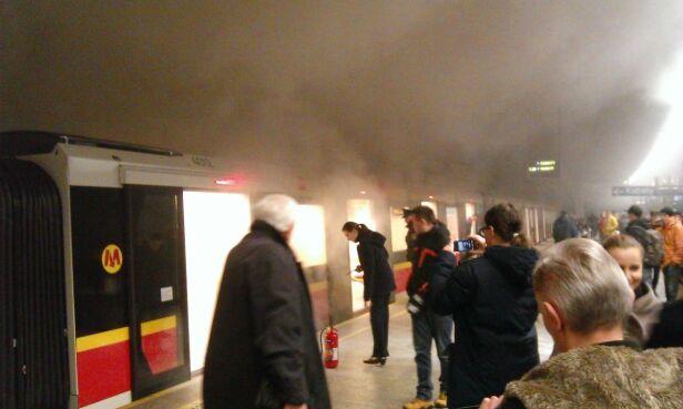 Pożar pociągu Inspiro na stacji Politechnika Ewelina / warszawa@tvn.pl