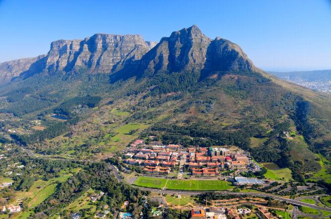 Uniwersytet Kapsztadzki u zbocza góry Devil's Peak (Shutterstock)